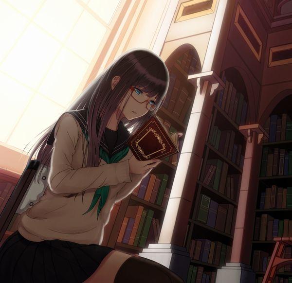 【非エロ】メガネの美少女が本を読んでる二次画像