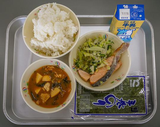 韓国人「日本の一般的な学校給食のクオリティをご覧ください」