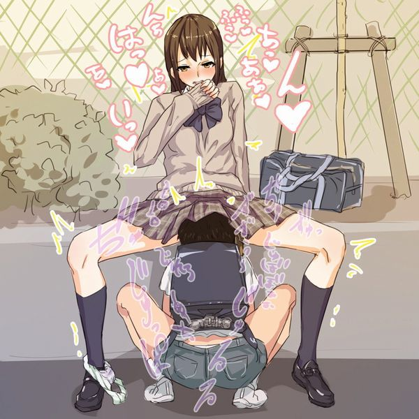 【御奉仕】椅子に座る女子、跪いて股間に顔を埋める男・・・そんなドS女とドM男のクンニ画像 【5】