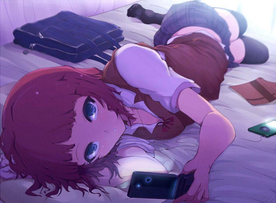 【最近だらしねぇな】散らかったベッドの上でくつろぐ女子達の二次画像【6】