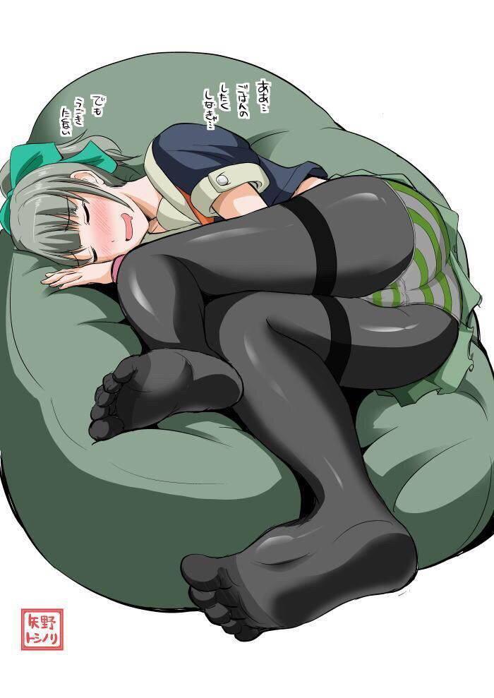 【リラックス】ソファーに寝そべりくつろぐ女子達の二次画像【13】