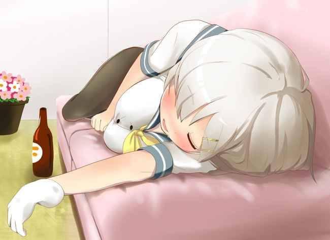 【リラックス】ソファーに寝そべりくつろぐ女子達の二次画像【22】