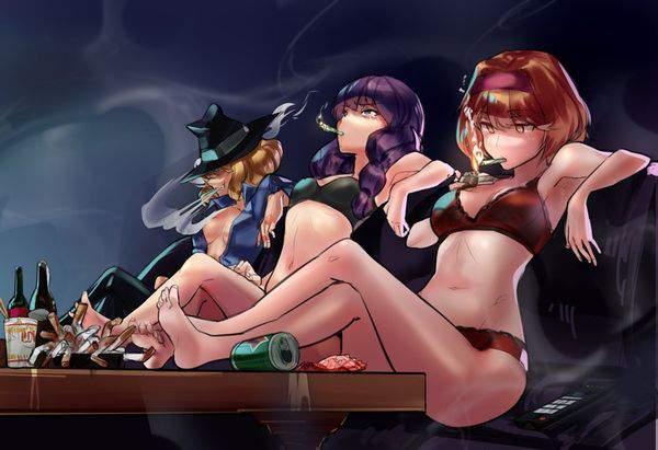 【多分元ヤン】ちょっと恐そうなお姉さん達がタバコ吸ってる二次画像【1】
