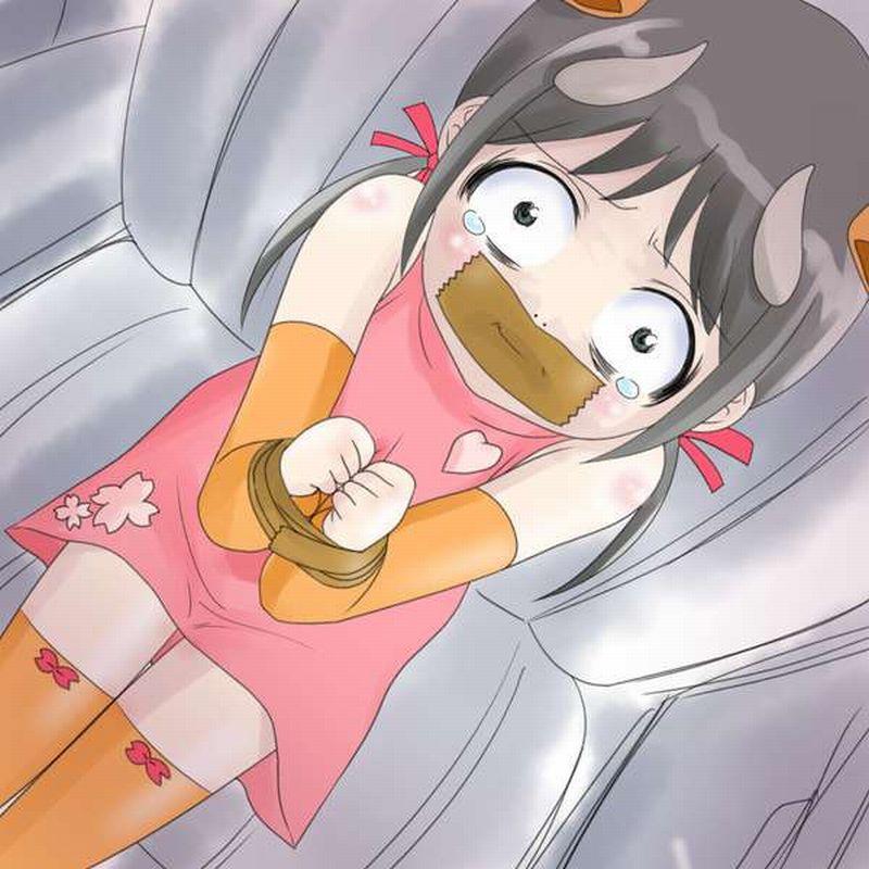 【頑張れば脱出出来そう】口も手もガムテープで拘束されてる二次エロ画像【16】